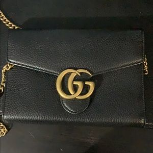 Black Gucci bag barely used nothing damaged